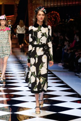 dolce-and-gabbana-fall-winter-2016-17-women-fashion-show-runway-13